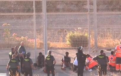 Alrededor de 600 inmigrantes subsaharianos saltan la valla fronteriza de Ceuta