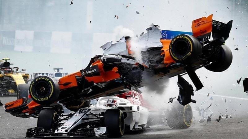 Accidente de Fernando Alonso en la salida del GP de Belgica 2018
