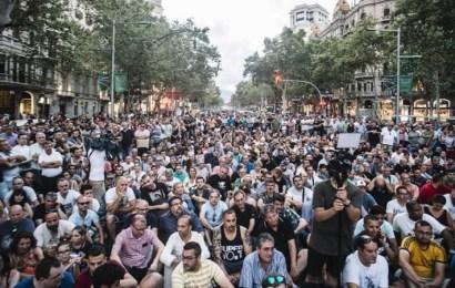 Los taxistas desconvocan la huelga hasta septiembre por las promesas de Fomento