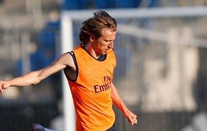 Luka Modric seguirá vistiendo la camiseta del Real Madrid después de acordar un aumento de sueldo