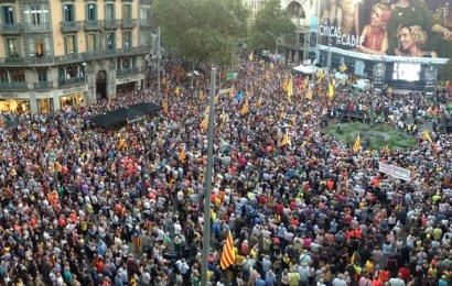 Miles de personas se reúnen en Cataluña para pedir la liberación de los políticos independentistas