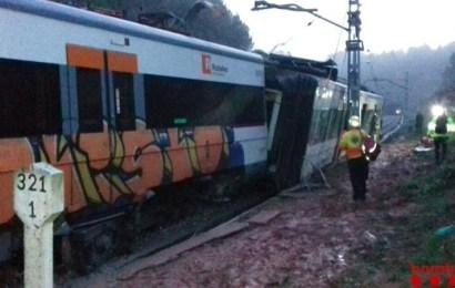 Un muerto y más de 40 heridos de diversa consideración al descarrilar un tren de cercanías en Barcelona