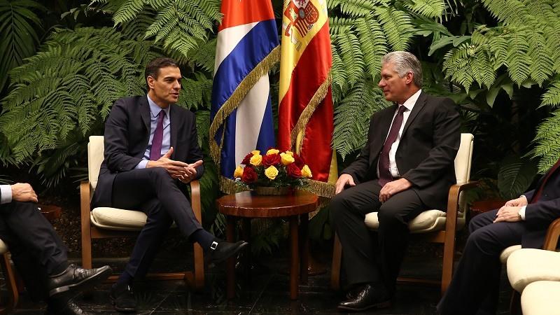 El presidente del Gobierno, Pedro Sanchez, y el presidente de la Republica de Cuba, Miguel Díaz-Canel, durante el encuentro que han mantenido.