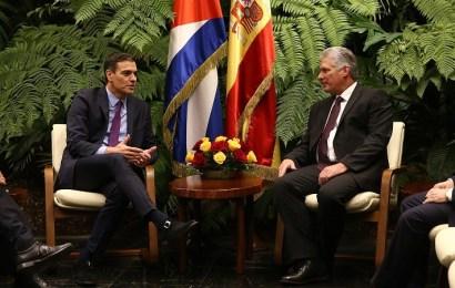 Sánchez acuerda estrechar lazos con Cuba durante la histórica visita oficial
