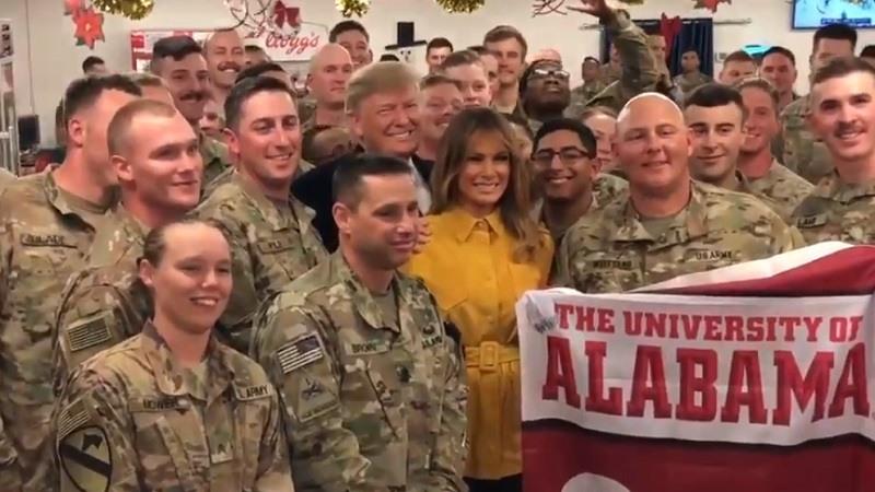 Donald Trump y Melania realizan una visita sorpresa a las tropas estadounidenses en Irak