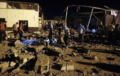 Al menos 44 muertos por ataque aéreo en un centro de migrantes en Trípoli