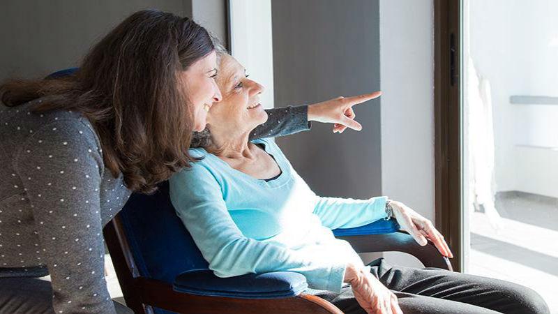 Cuidadores de ancianos contratar servicios profesionales