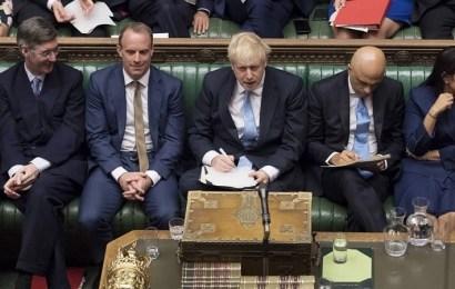 El Parlamento británico derrota a Boris Johnson, que amenaza con elecciones