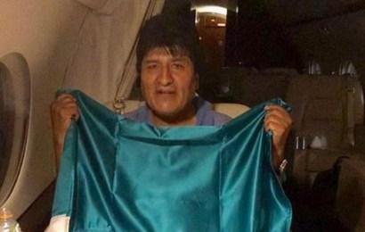 Evo Morales se refugia en México y deja a Bolivia sumida en el caos