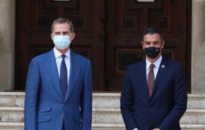 Pedro Sánchez informa al rey sobre la evolución de la emergencia sanitaria