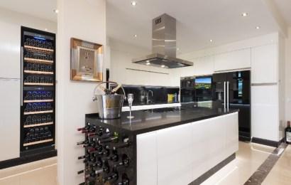 La elegancia de poseer una vinoteca integrable en casa