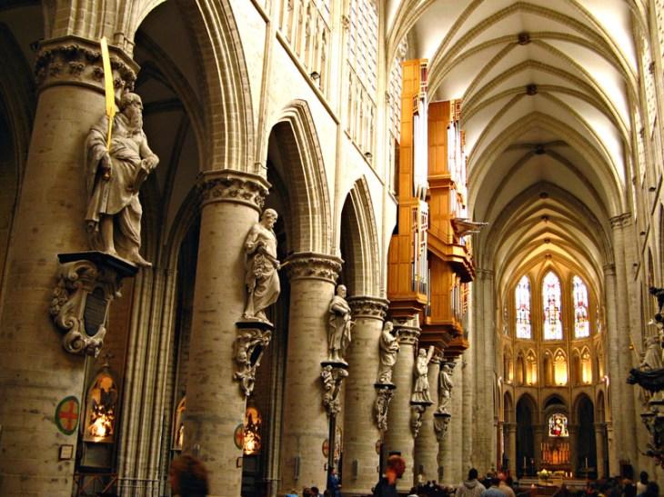 Interior de la Catedral de San Miguel y Santa Gúdula