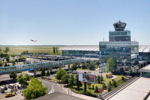 Аэропорт Праги: самые удобные способы уехать в город