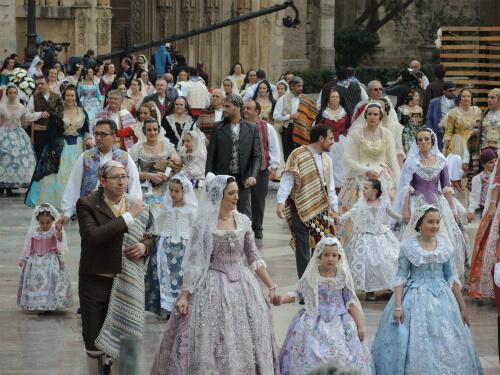 献花パレードに参加するFalleraたち
