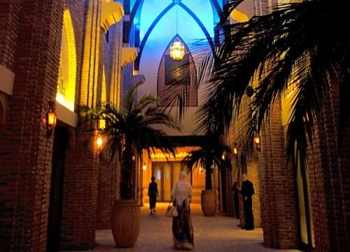 Souk Al Bahalの中はアラブの雰囲気たっぷり