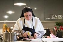Sor Lucía durante la presentación de su libro en 'Cocina cayena'.