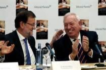 El ministro Margallo junto a Mariano Rajoy en la presentación del libro del primero