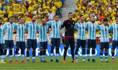 BOG113 BARRANQUILLA (COLOMBIA), 17/11/2015. Los jugadores de la Selección argentina de fútbol ante Colombia hoy, martes 17 de noviembre de 2015, durante el juego de la cuarta jornada por las eliminatorias suramericanas al mundial Rusia 2018, en Barranquilla (Colombia). EFE/MAURICIO DUENAS CASTAÑEDA