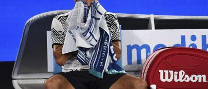 MLB100 MELBOURNE (AUSTRALIA) 16/1/2017 El suizo Roger Federer en un descando ante el austriaco Jurgen Melzer en su partido de primera ronda del Abierto de tenis de Australia en Melbourne, hoy, 16 de enero de 2017 EFE/Tracey Nearmy PROHIBIDO SU USO EN AUSTRALIA Y NUEVA ZELANDA
