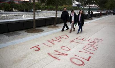 letras en el suelo recordando a el hincha coruñes/ Olmo Calvo
