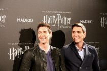 "James y Oliver Phelps en el photocall de ""Harry Potter: The Exhibition"""