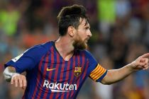 Lionel Messi, ejerciendo su capianía/ fuente: https://arysports.tv/messi-sees-things-others-dont-says-barcelona-coach/