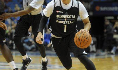 MSP26 - MINNEAPOLIS (EE.UU.), 5/10/2015.- Tyus Jones de los Timberwolves juega durante una práctica hoy, lunes 5 de octubre de 2015, en Minneapolis, Minnesota (EE.UU.). EFE/ CRAIG LASSIG