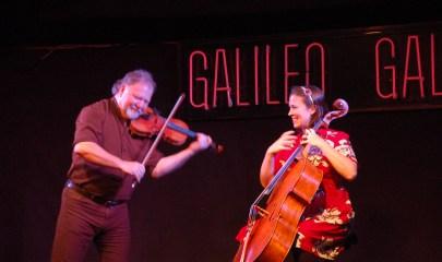 Alasdair y Natalie durante su actuación en Galileo Galilei el 26 de noviembre