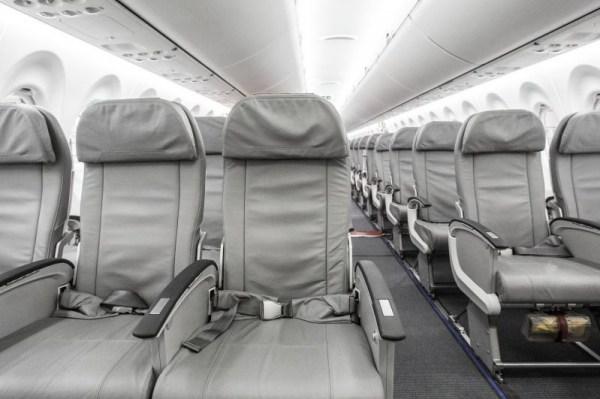 Bombardier CS100 interior (© Bombardier Aerospace)