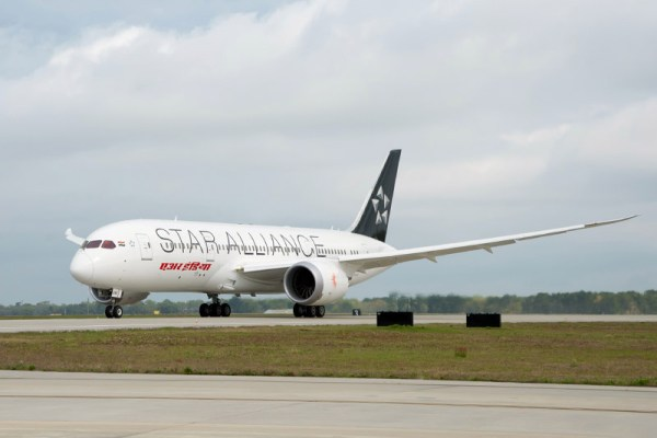 Air India Boeing 787 in Star Alliance livery (© Boeing)