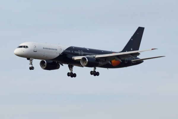 Titan Airways Boeing 757-200 (© O. Pritzkow)