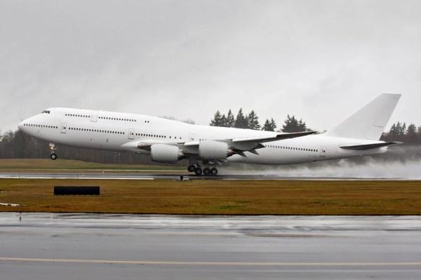 Noch weiße Boeing 747-8 VVIP (© Boeing)