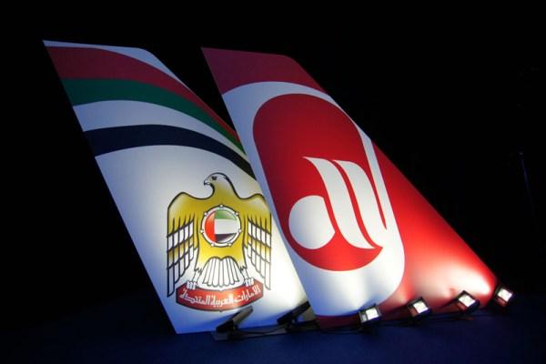 Leitwerke von Etihad und Air Berlin während einer Pressekonferenz (© O. Pritzkow)