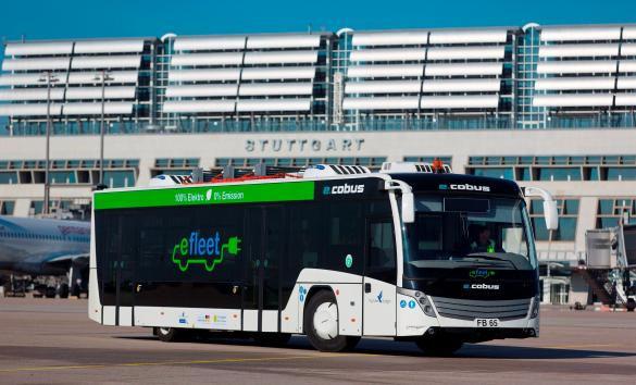 Elektrobus auf dem Vorfeld des Flughafens Stuttgart (© Stuttgart Airport)