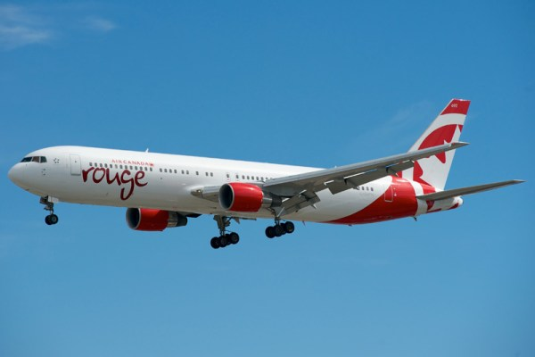 Air Canada rouge Boeing 767-300ER (CC BY-SA 2.0 BriYYZ)