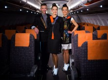 Cabin Crew mit neuen Wearable-Uniformen (© easyJet)