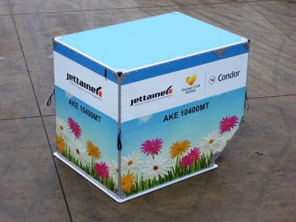 Jettainer im Blumenwiesen-Design für Condor (© Jettainer)