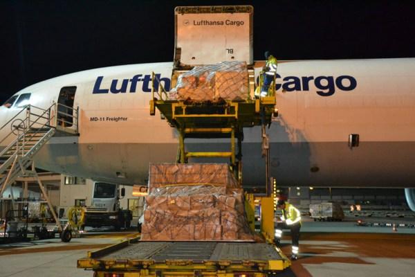 Nächtliche Beladung einer MD-11F (© Lufthansa Cargo, J. Baldus)