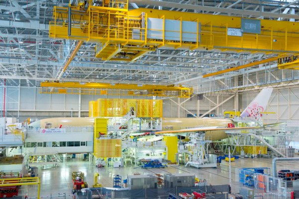 Endmontage des ersten A350 XWB für China Airlines (© Airbus)