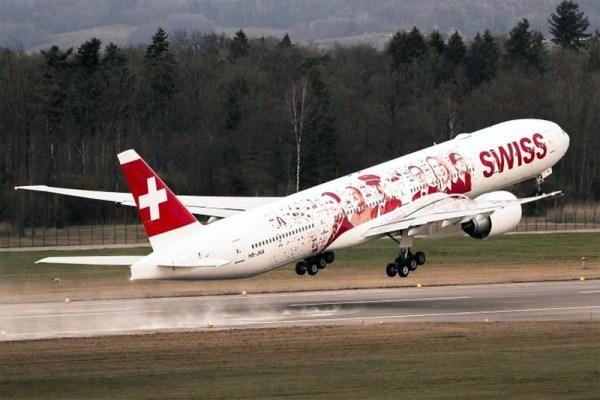 Swiss Boeing 777-300ER mit Mitarbeiter-Fotos (© Swiss)