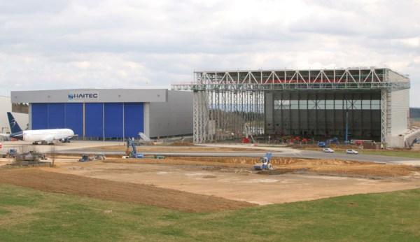 Am Flughafen Frankfurt-Hahn haben die Bauarbeiten für ein neues Vorfeld begonnen (© Hahn Airport)