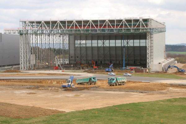 Baustelle und neue Halle (© Hahn Airport)