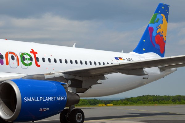 Heck eines A320 der Small Planet Airlines (© PAD Airport)
