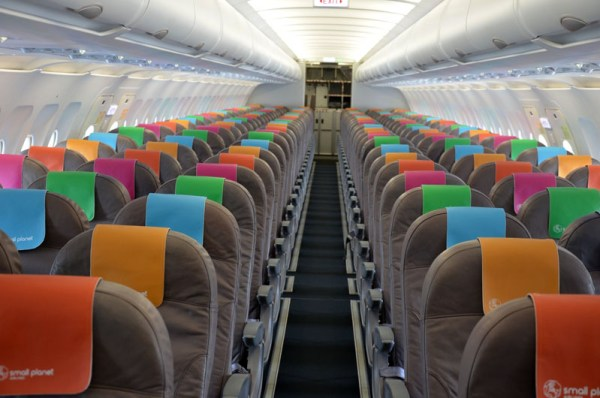 Kabine eines A320 der Small Planet Airlines (© PAD Airport)