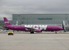 Airbus A321 der WOW Air am Flughafen Frankfurt (© WOW Air)