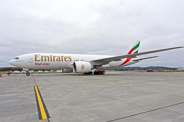 Emirates Boeing 777F am Flughafen Oslo (© Avinor)