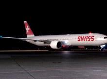 Boeing 777-300ER in Swiss-Bemalung (© Boeing)