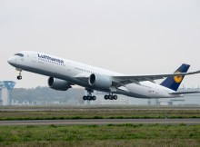 Airbus A350-900 im Lufthansa-Kleid (© Airbus)