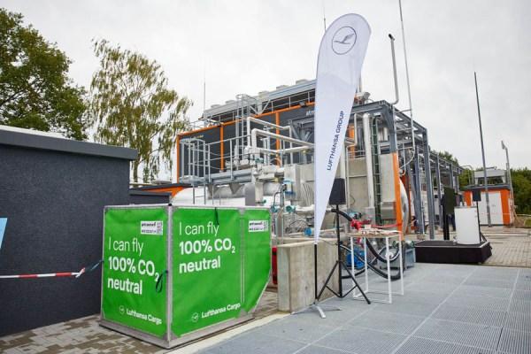 Lufthansa Group ist Partner und Pilotkunde der weltweit ersten Anlage zur Produktion von Power-to-Liquid-Flugkraftstoffen im Emsland (Foto: Lufthansa)