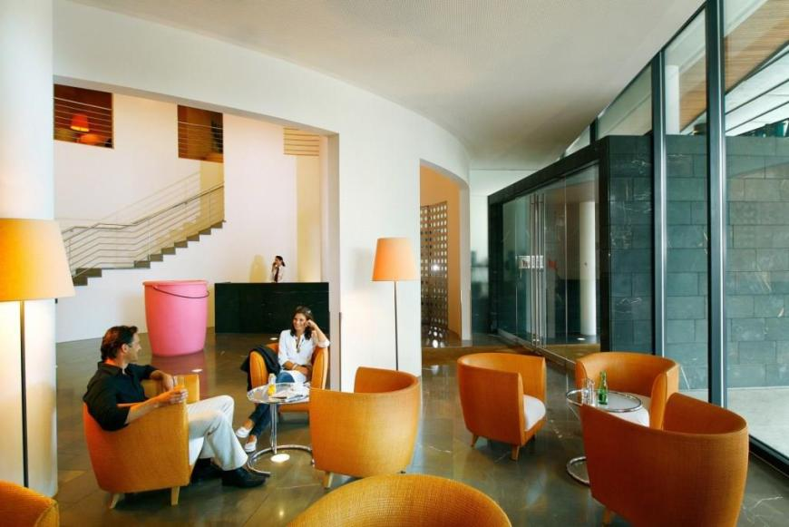 3._Hotel_Lobby